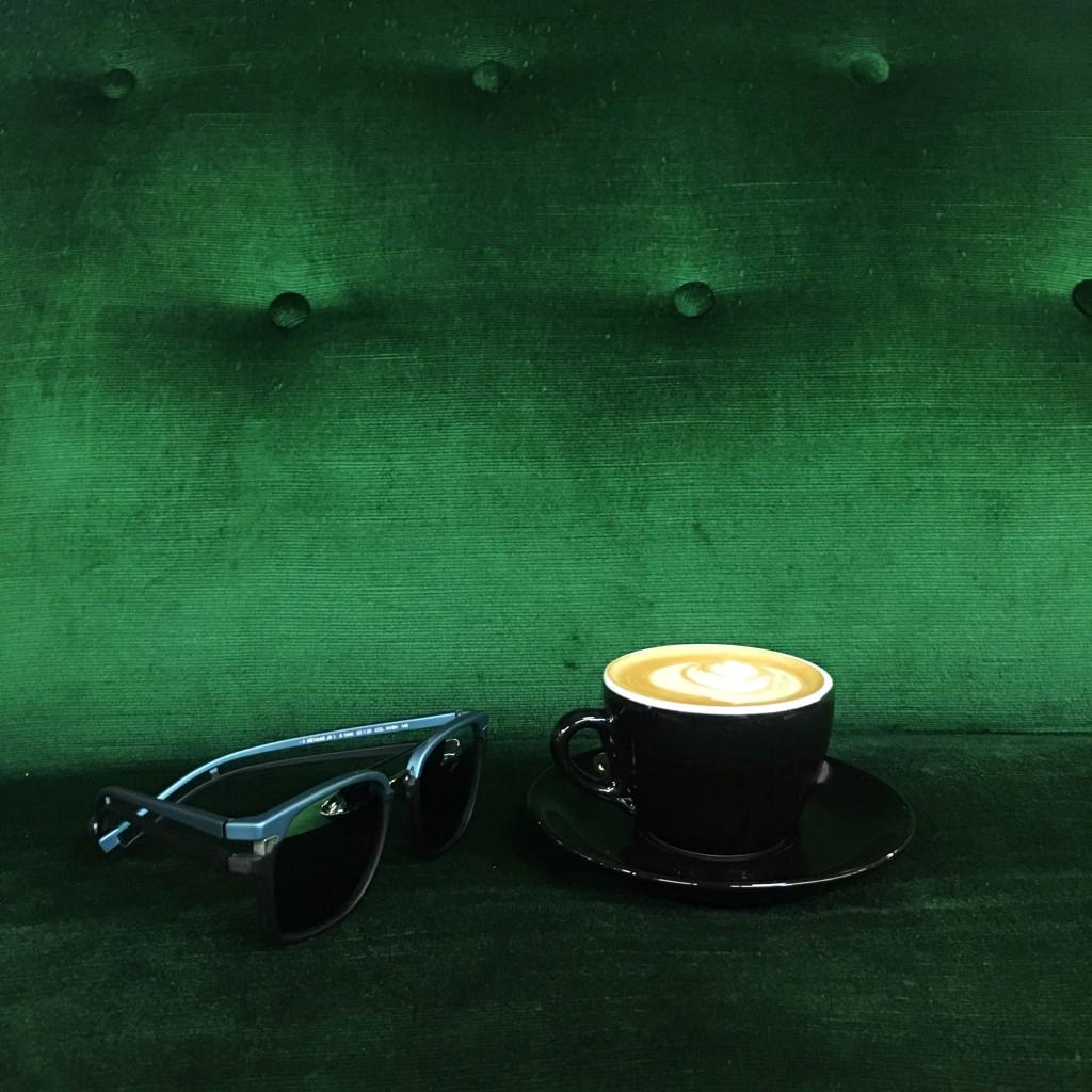 1. Óculos Police na Fábrica Coffee Shop-Escolhida